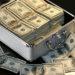 米ドルが入ったケースと米ドルの写真